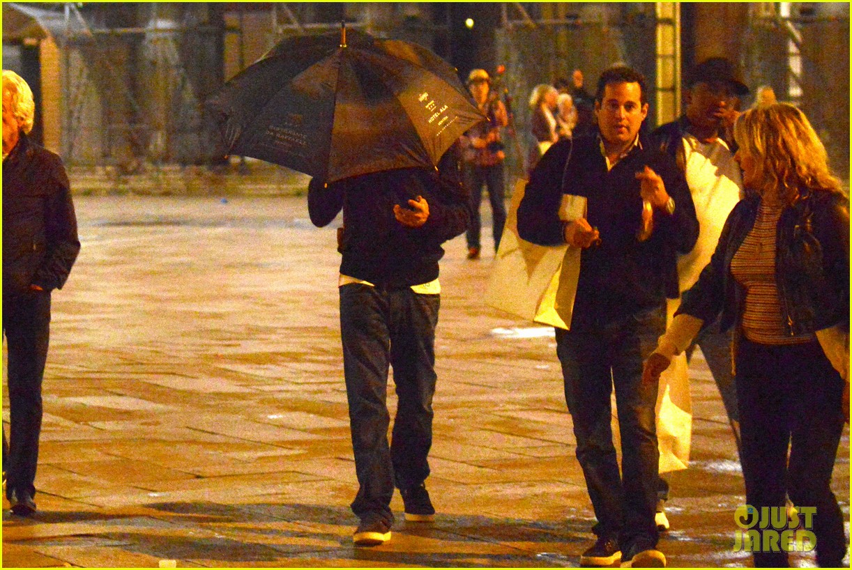 leonardo dicaprio venice night out with mom irmelin 052882267