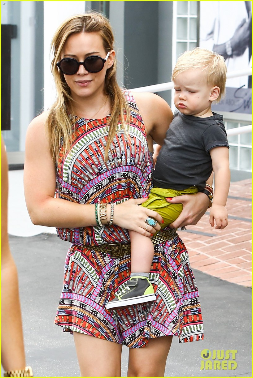 hilary duff daily outings with luca 042890837