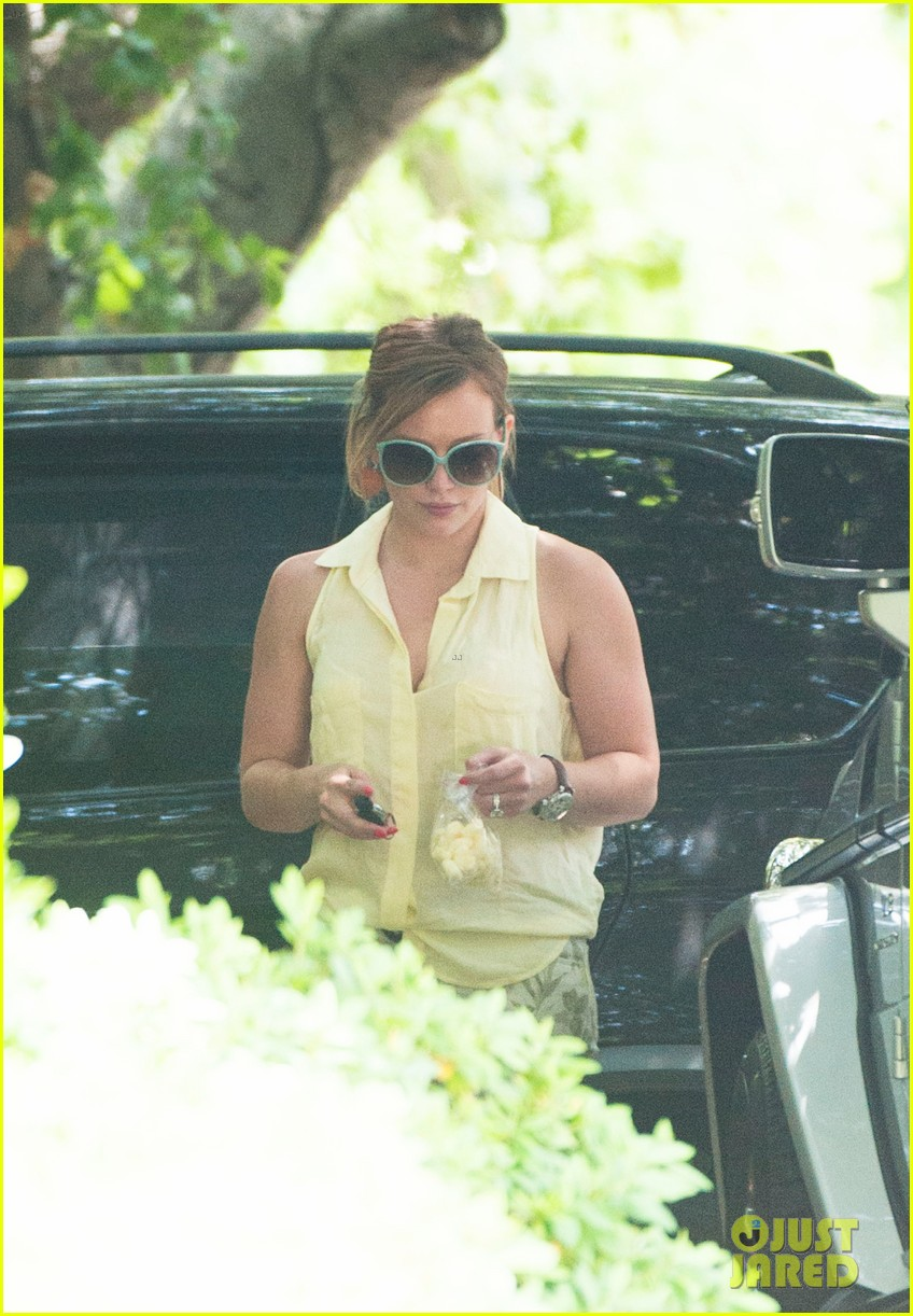 hilary duff daily outings with luca 082890841