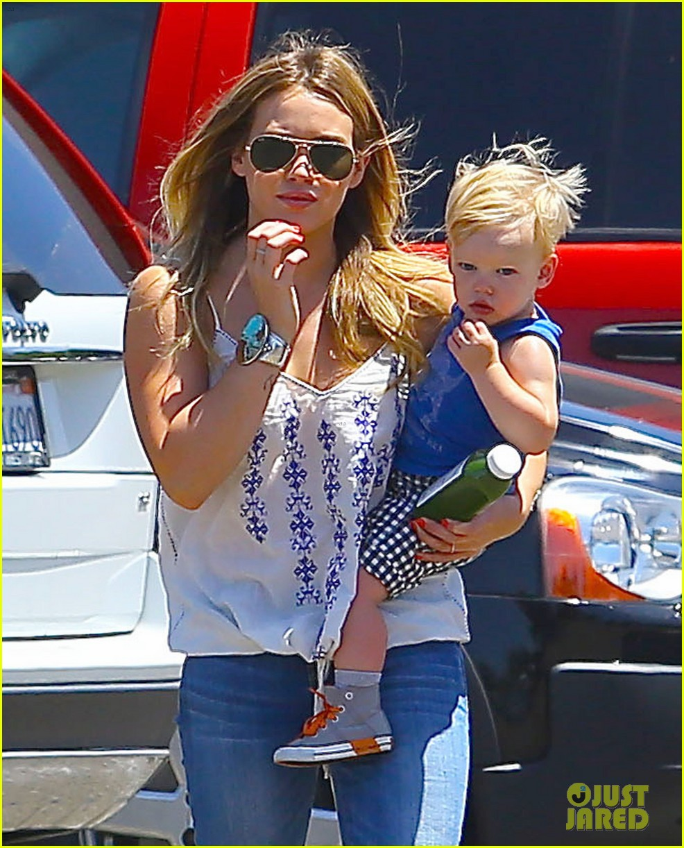 hilary duff family farm fun with sister haylie 042896812