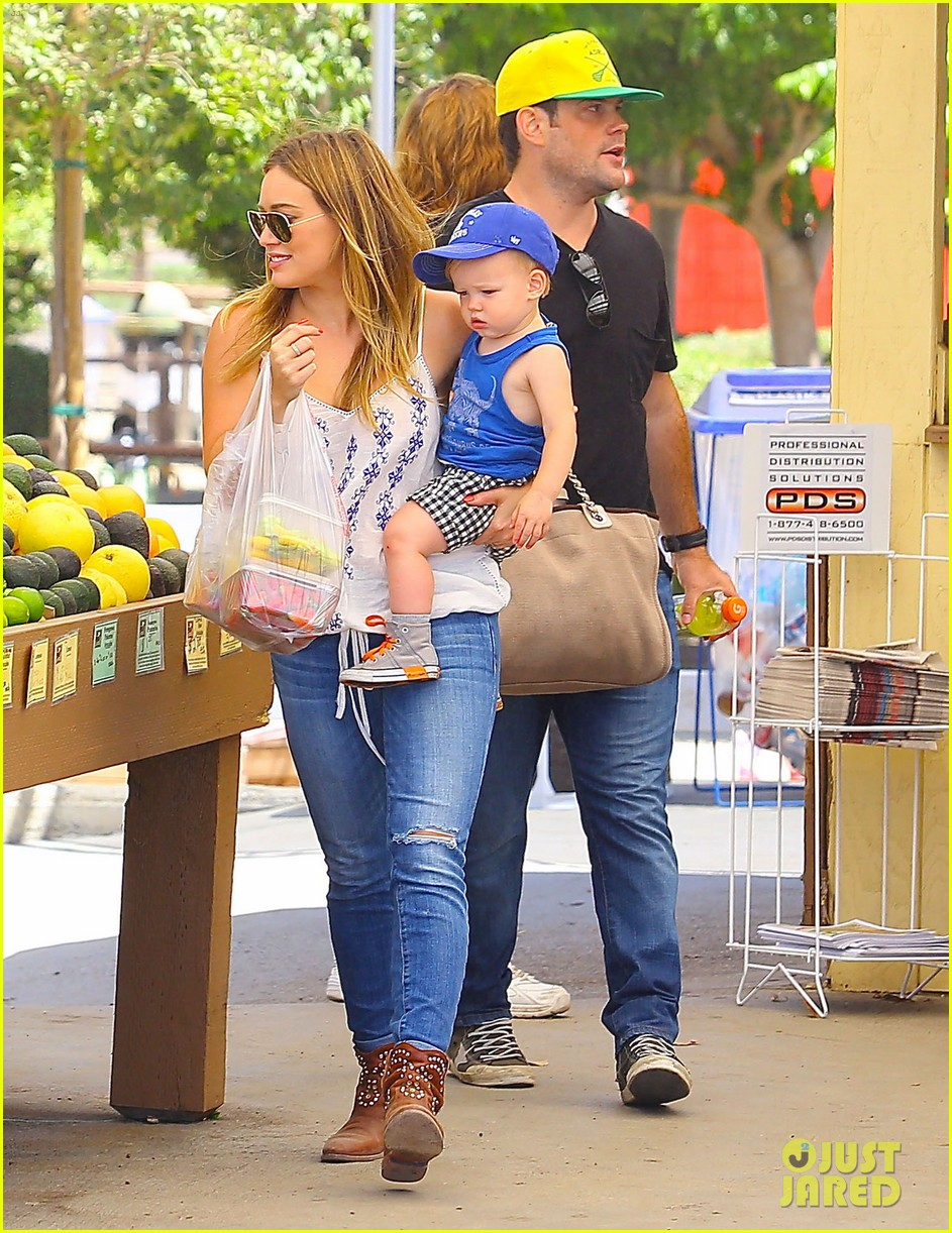 hilary duff family farm fun with sister haylie 052896813