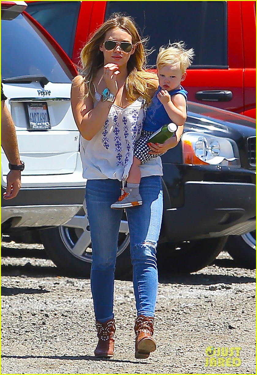 hilary duff family farm fun with sister haylie 072896815