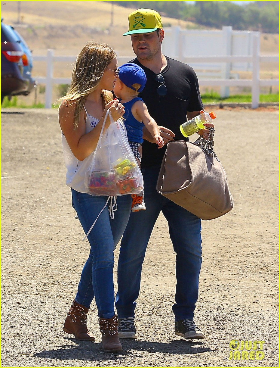 hilary duff family farm fun with sister haylie 38