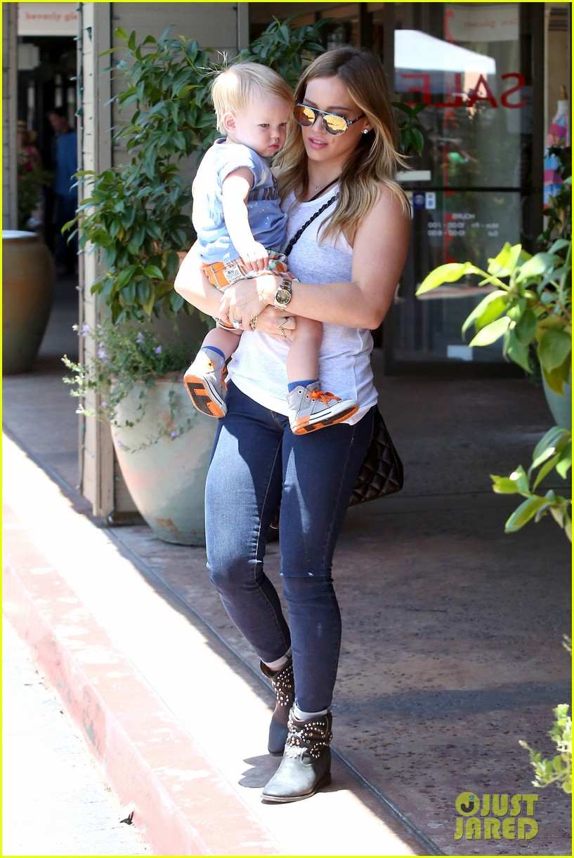 hilary duff fathers day weekend mike comrie baby luca 062892673
