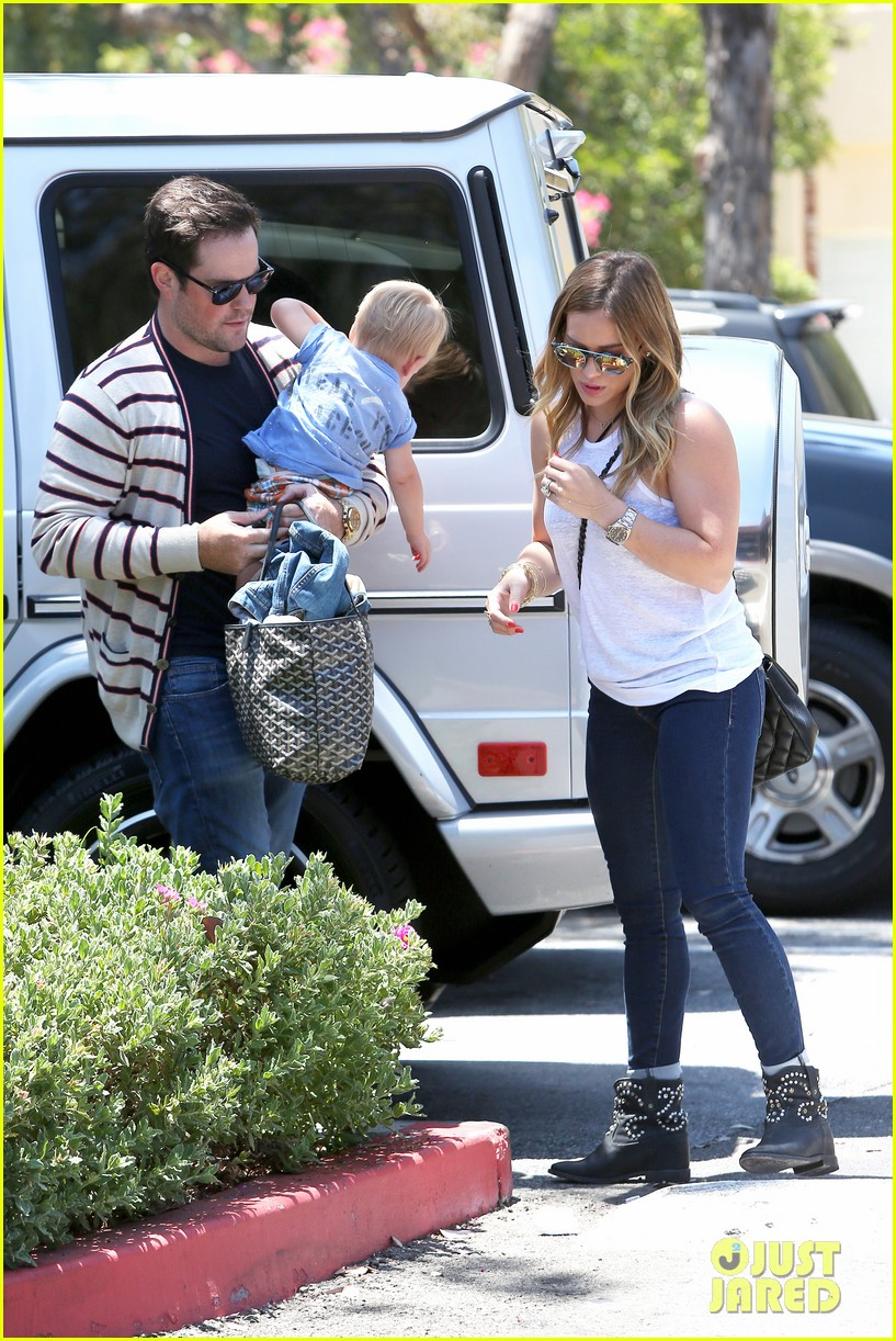 hilary duff fathers day weekend mike comrie baby luca 142892681