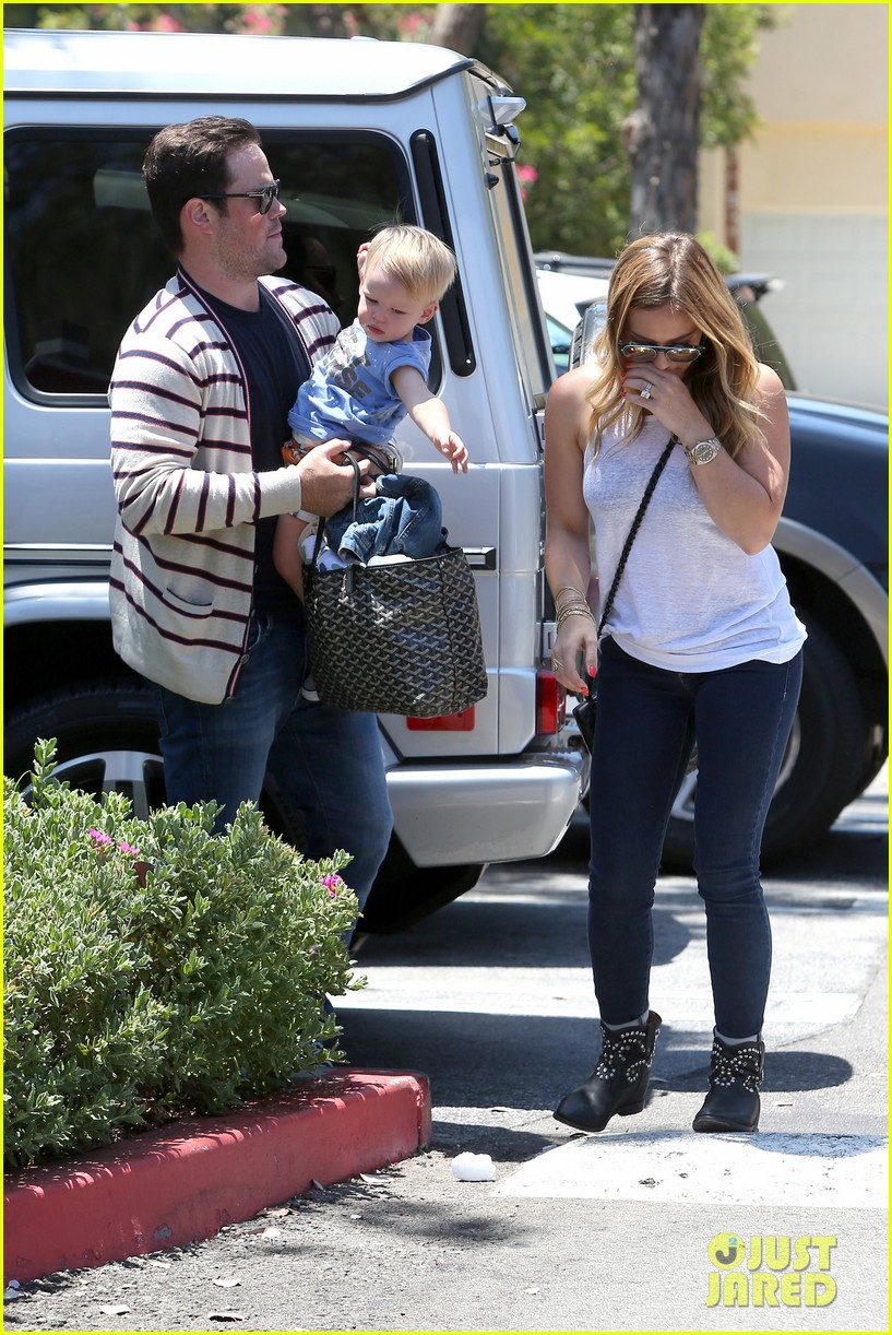 hilary duff fathers day weekend mike comrie baby luca 152892682