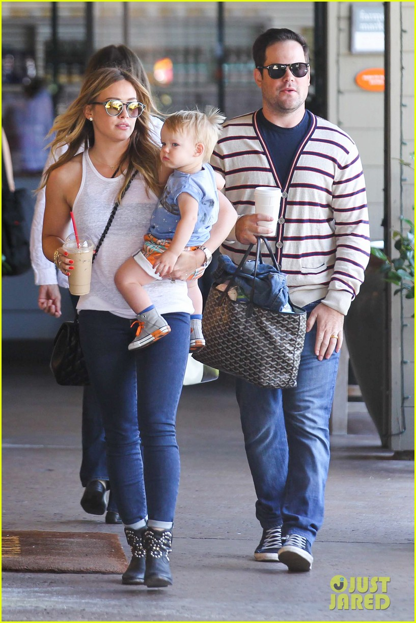 hilary duff fathers day weekend mike comrie baby luca 162892683