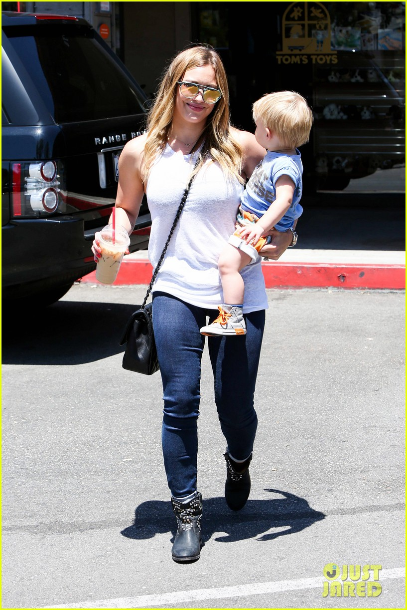 hilary duff fathers day weekend mike comrie baby luca 172892684