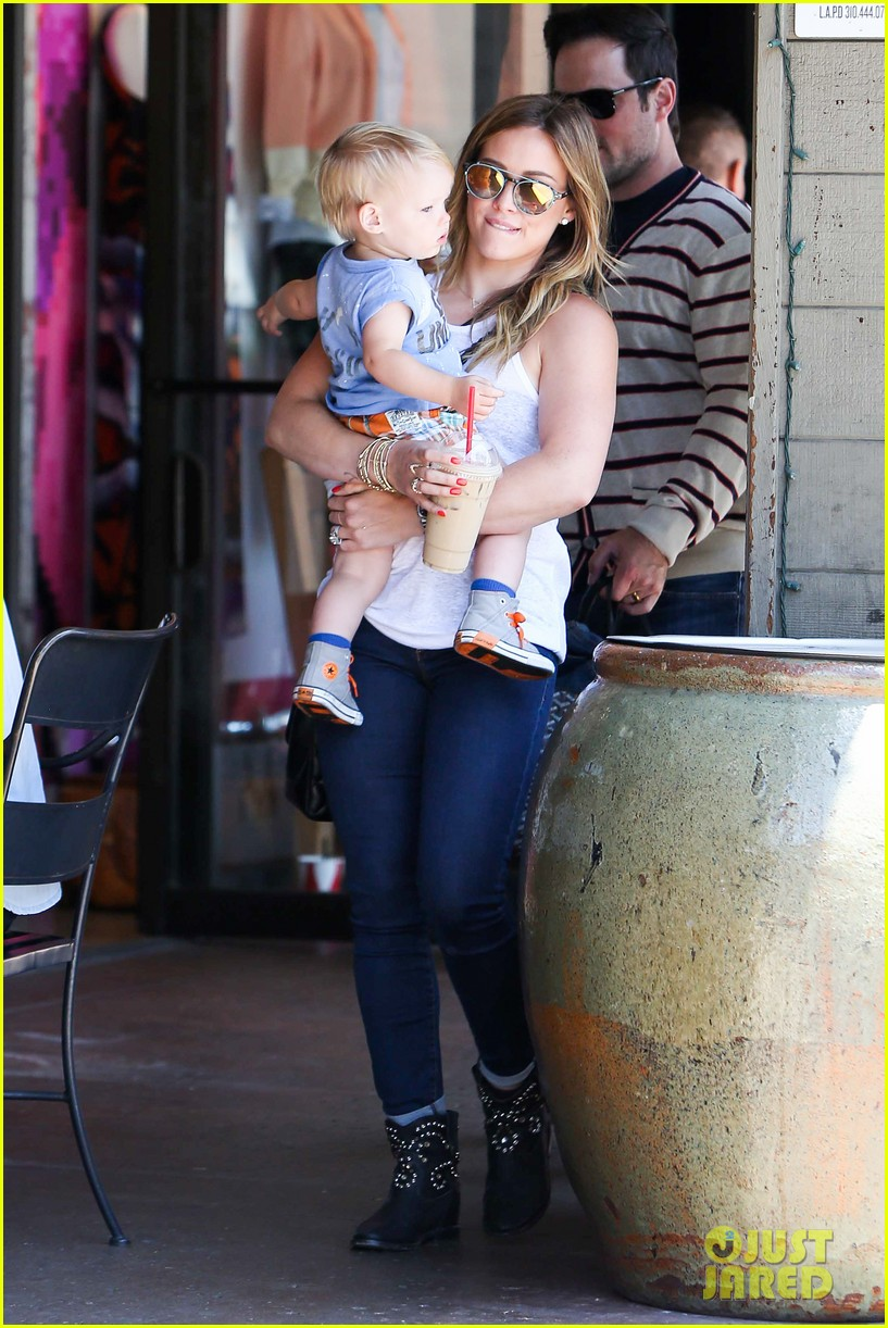 hilary duff fathers day weekend mike comrie baby luca 182892685