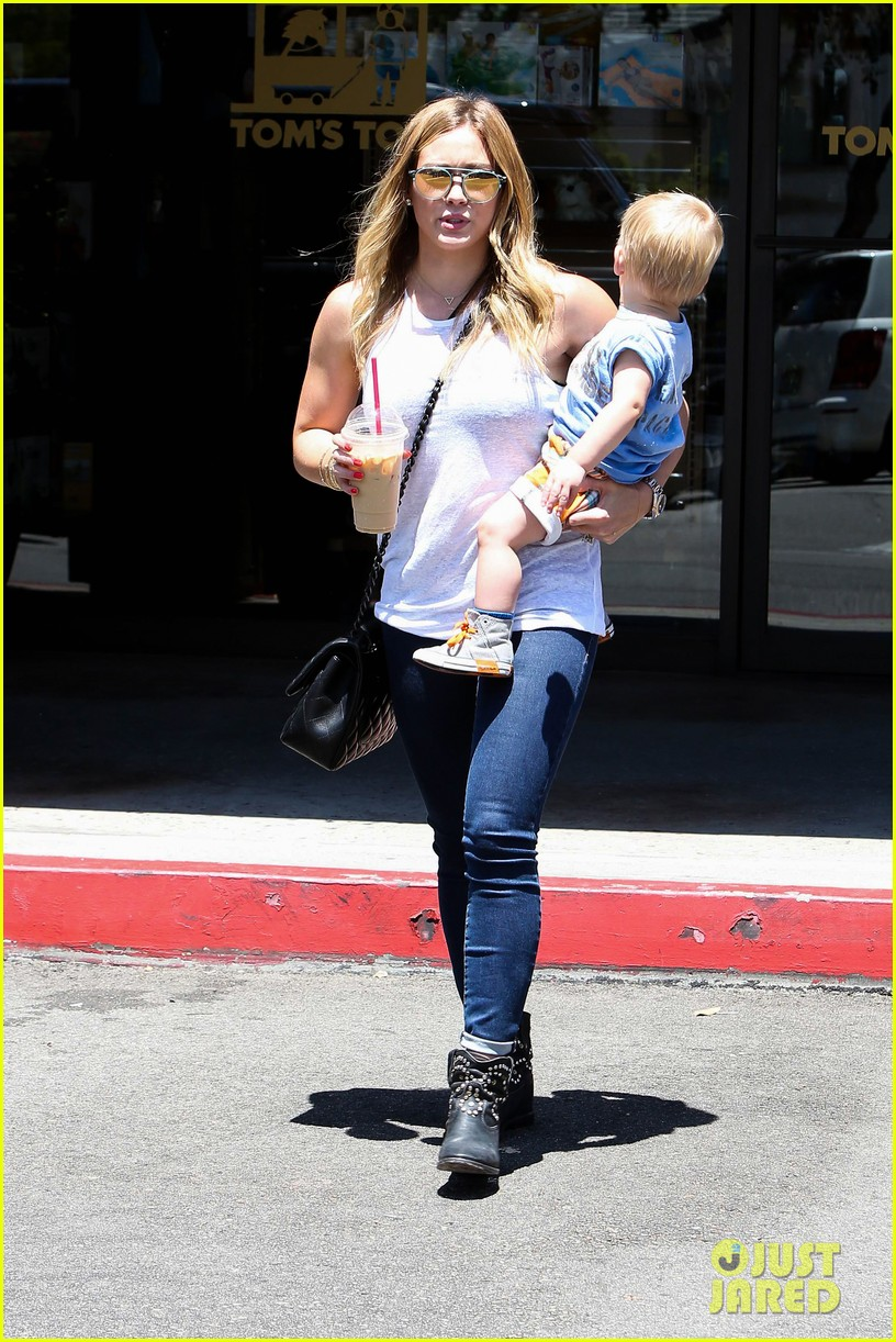 hilary duff fathers day weekend mike comrie baby luca 19