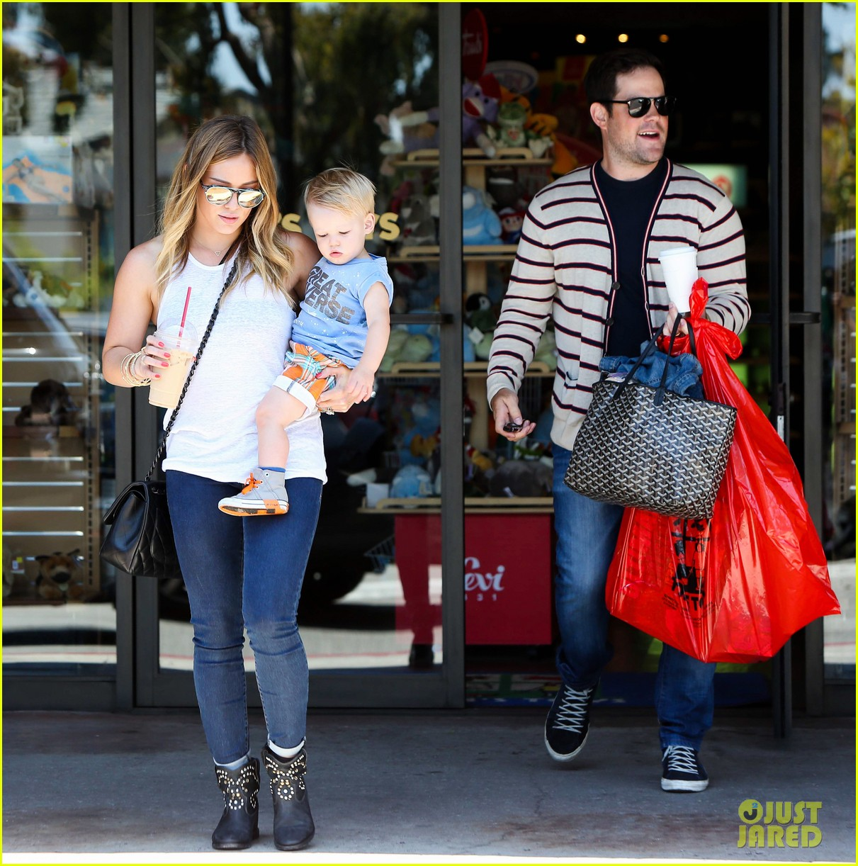 hilary duff fathers day weekend mike comrie baby luca 242892691