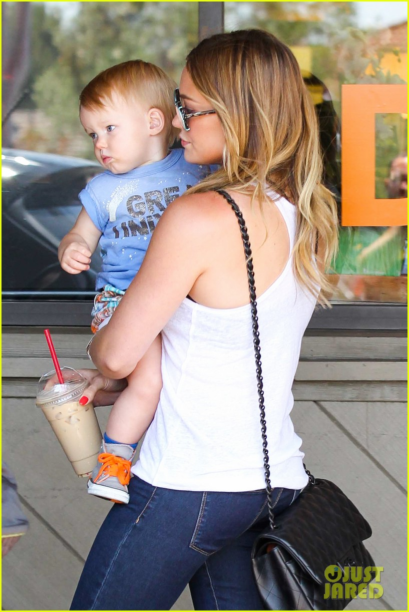 hilary duff fathers day weekend mike comrie baby luca 252892692
