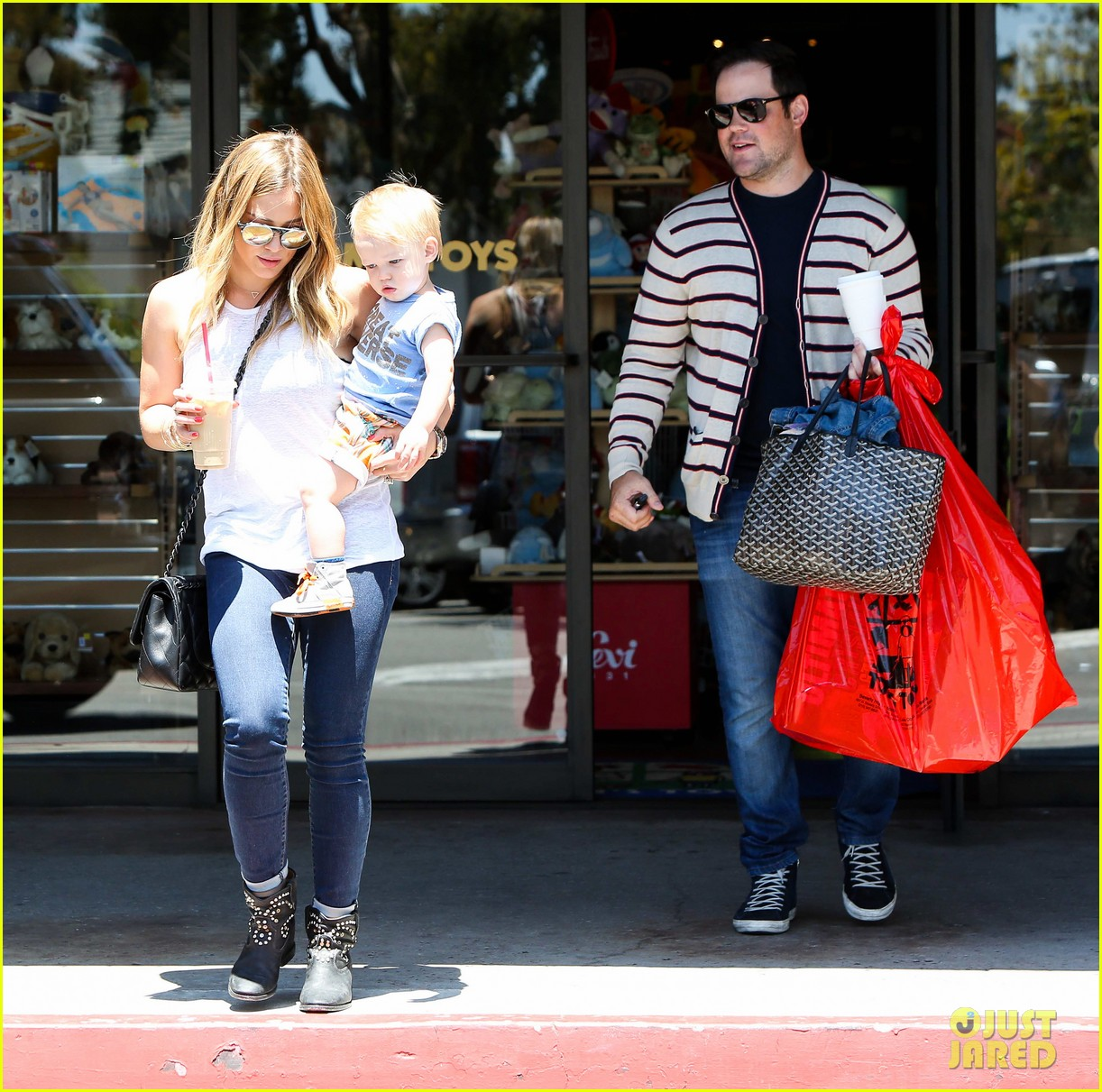 hilary duff fathers day weekend mike comrie baby luca 282892695