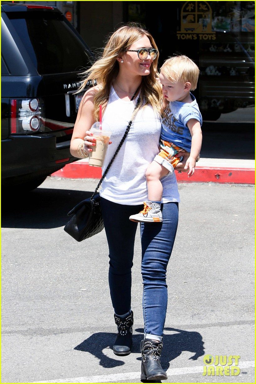 hilary duff fathers day weekend mike comrie baby luca 292892696