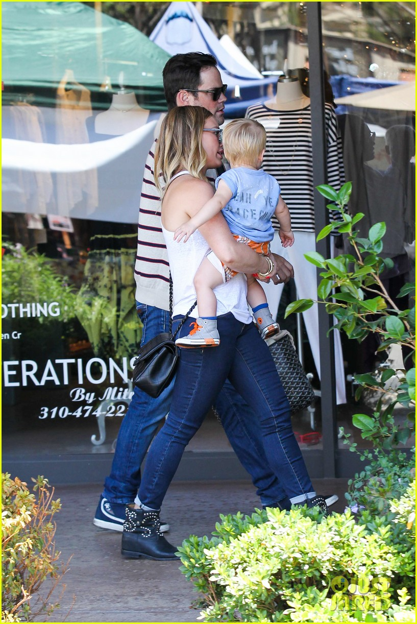 hilary duff fathers day weekend mike comrie baby luca 322892699
