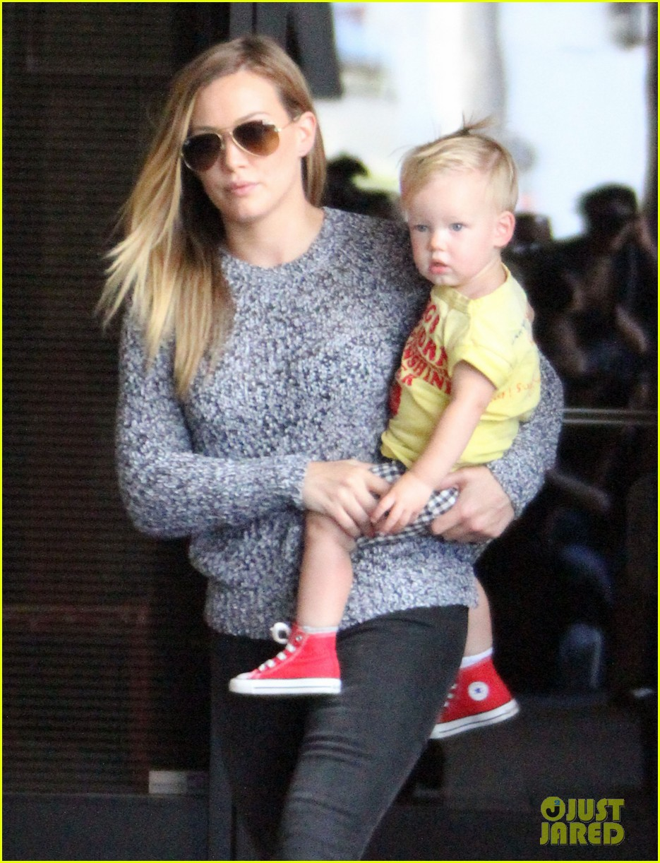 hilary duff mourns loss of dog lola 102899590