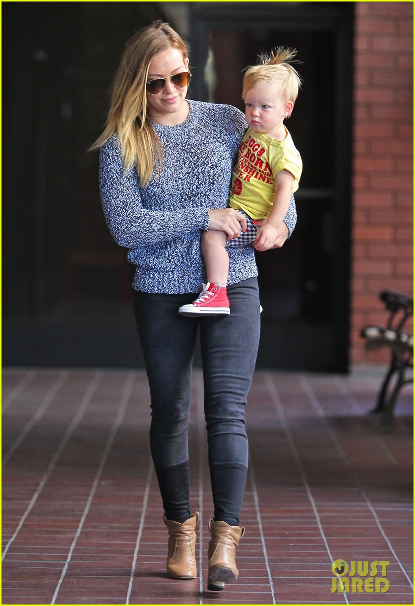hilary duff mourns loss of dog lola 202899600