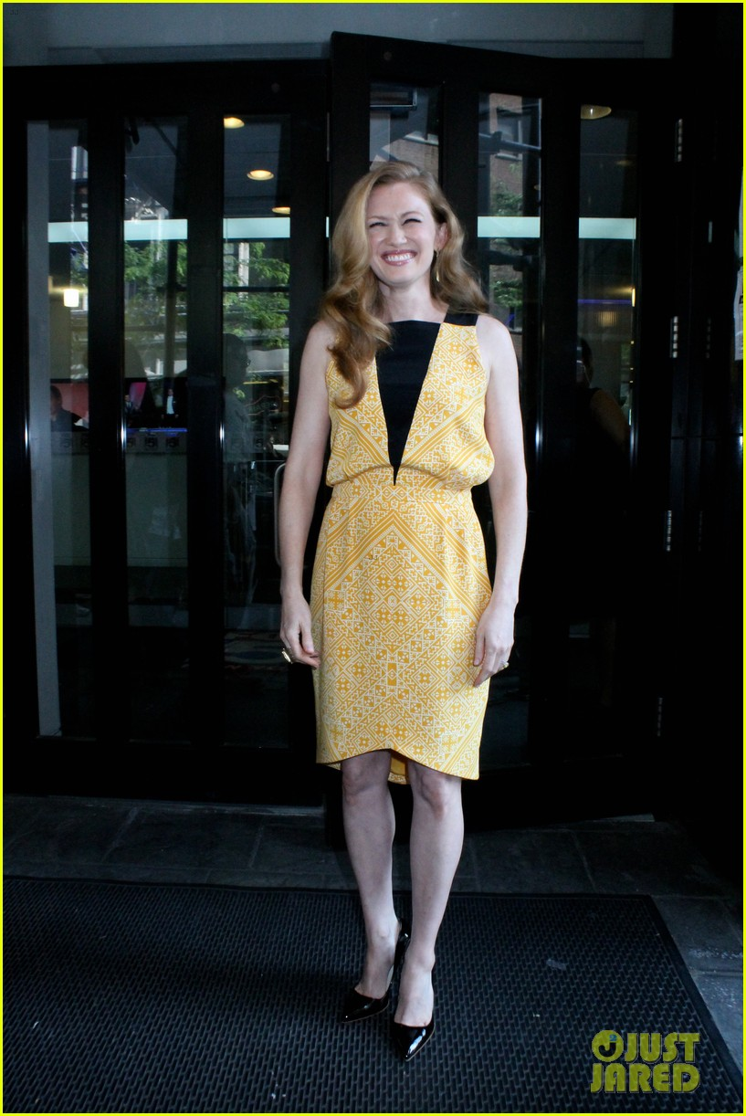 mireille enos world war z promo in new york 02