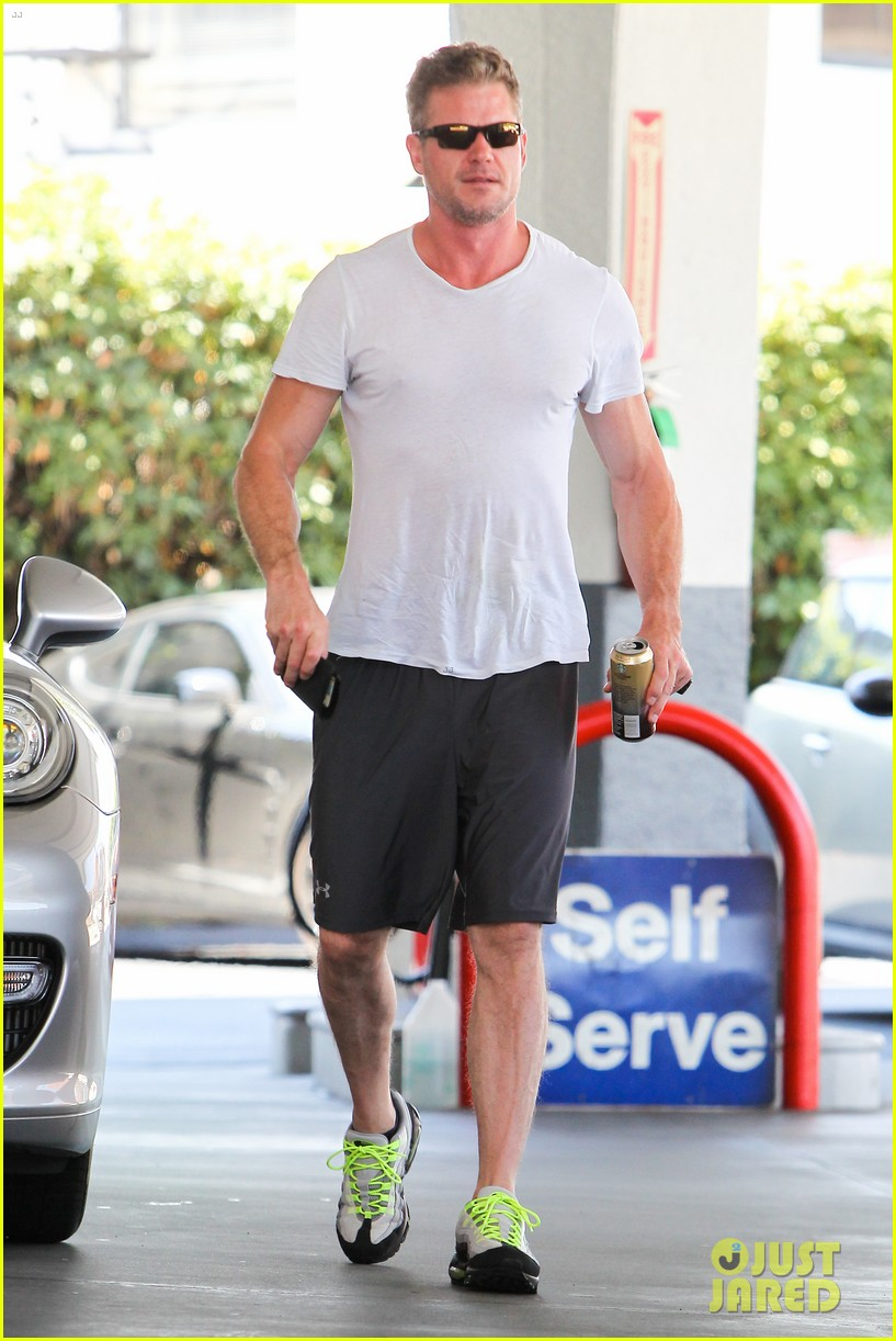 eric dane push ups with daughter billie 062897055