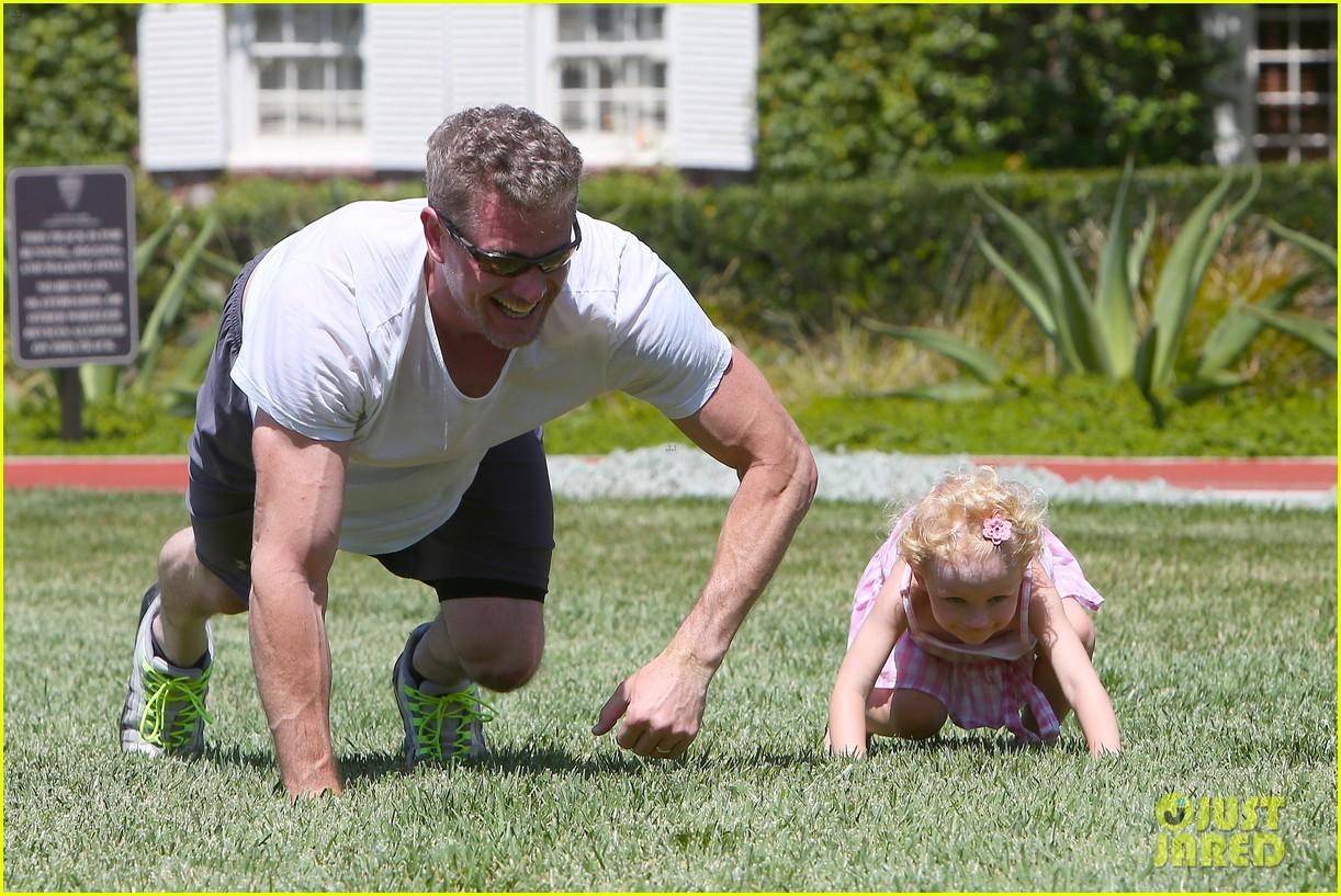 eric dane push ups with daughter billie 182897067