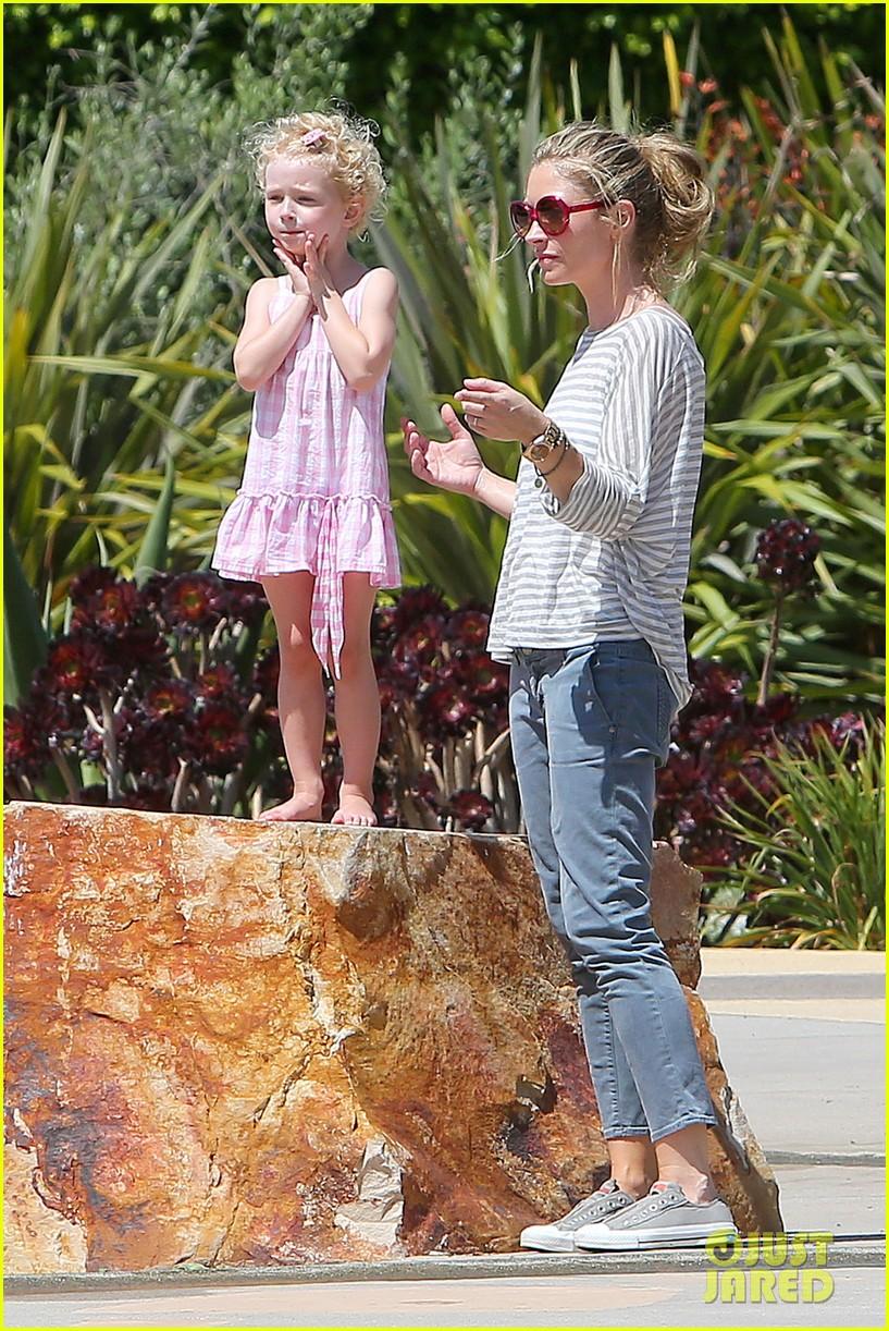 eric dane push ups with daughter billie 202897069