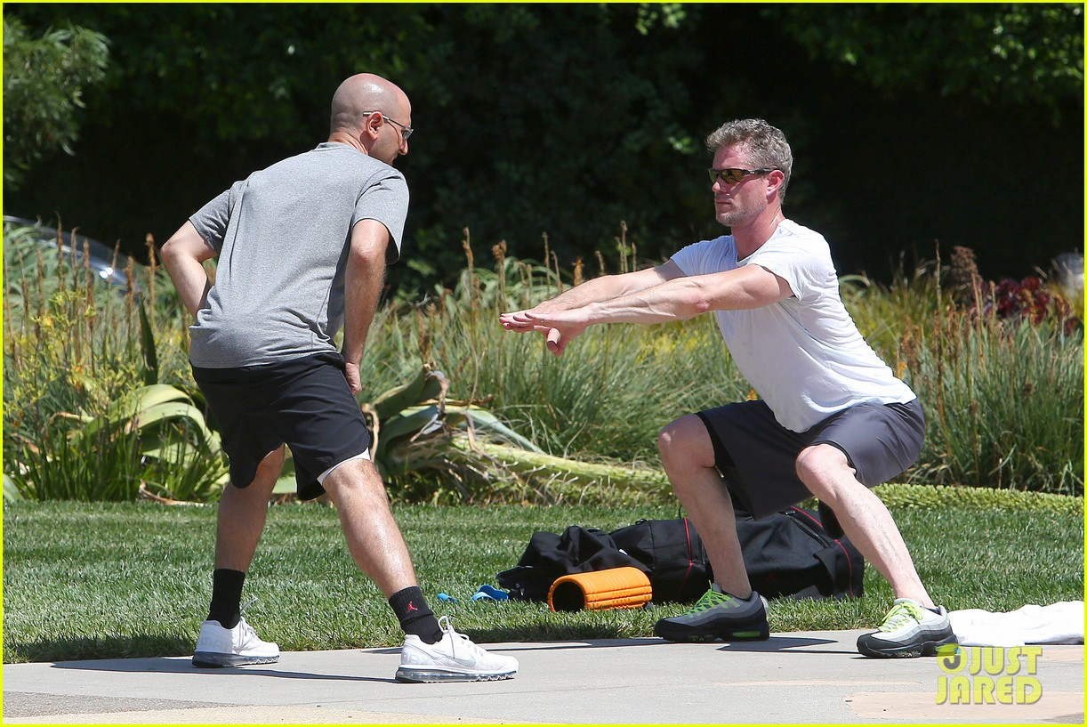 eric dane push ups with daughter billie 212897070