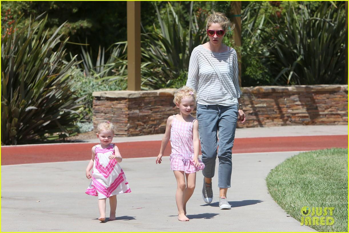 eric dane push ups with daughter billie 252897074