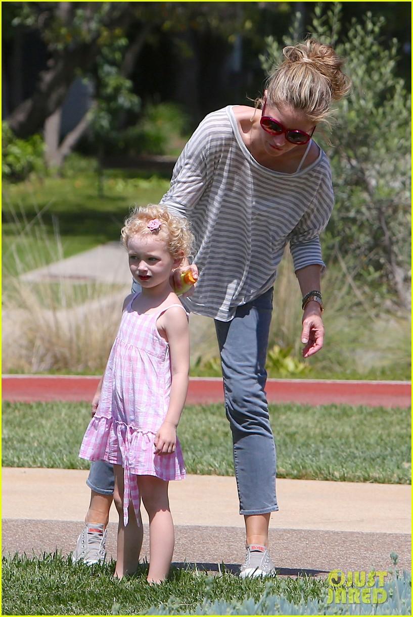 eric dane push ups with daughter billie 262897075