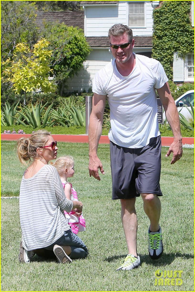 eric dane push ups with daughter billie 272897076