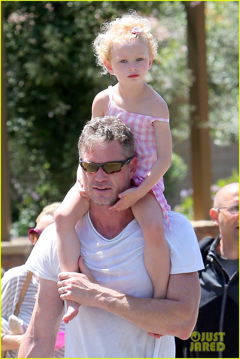eric dane push ups with daughter billie 302897079
