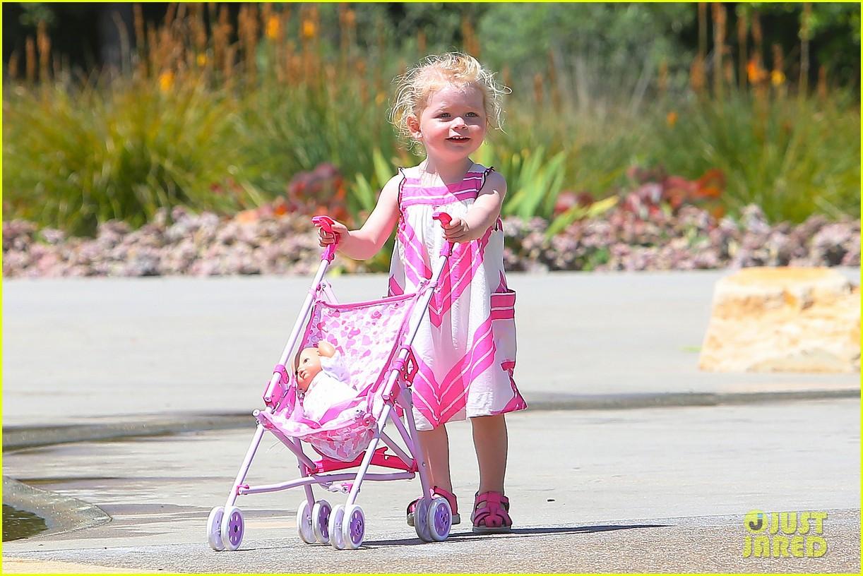 eric dane push ups with daughter billie 322897081