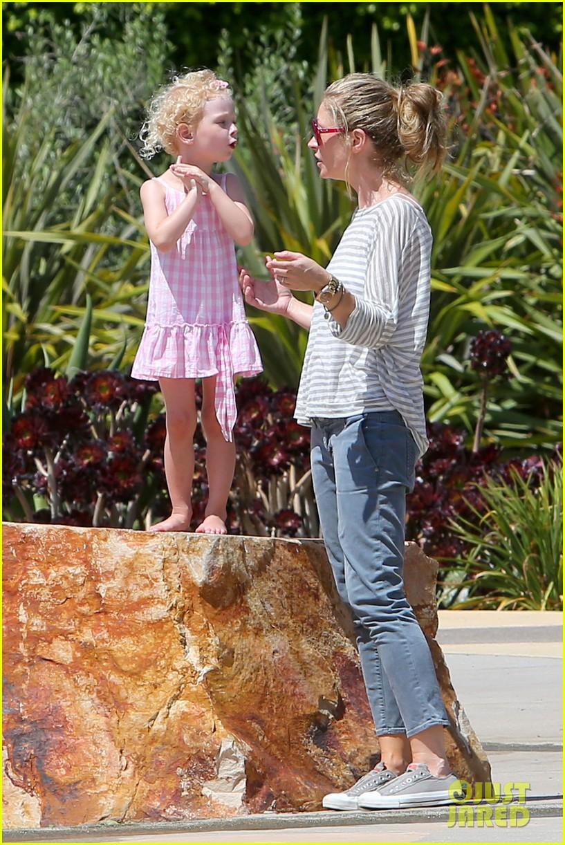 eric dane push ups with daughter billie 332897082