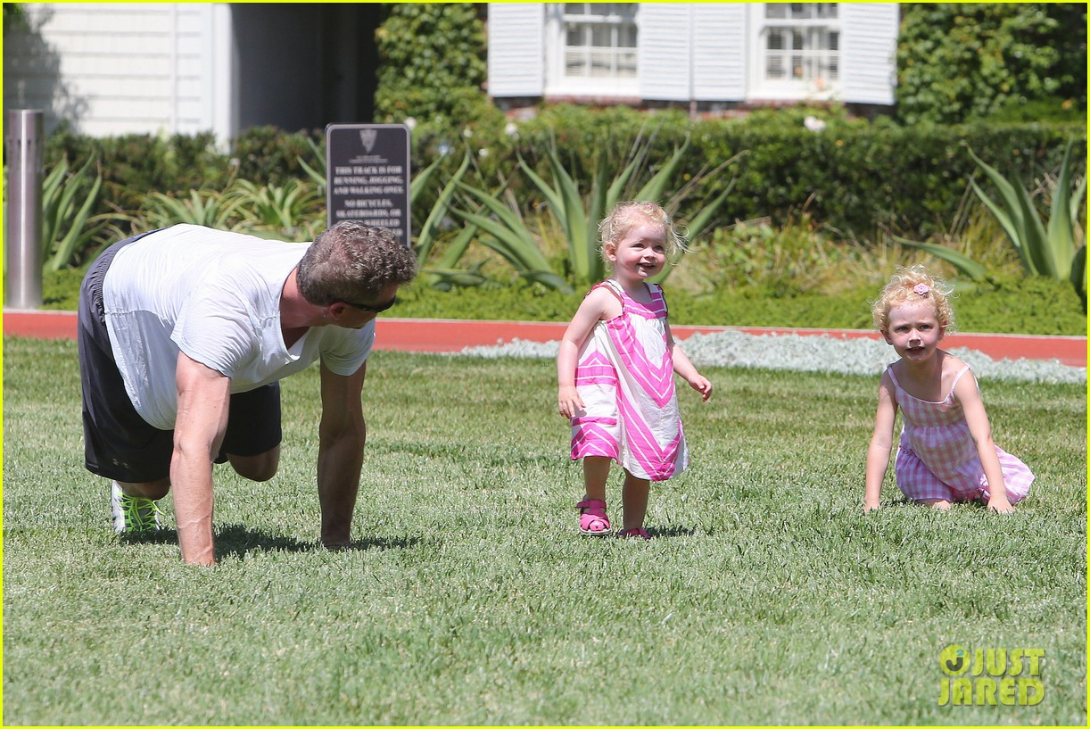 eric dane push ups with daughter billie 352897084