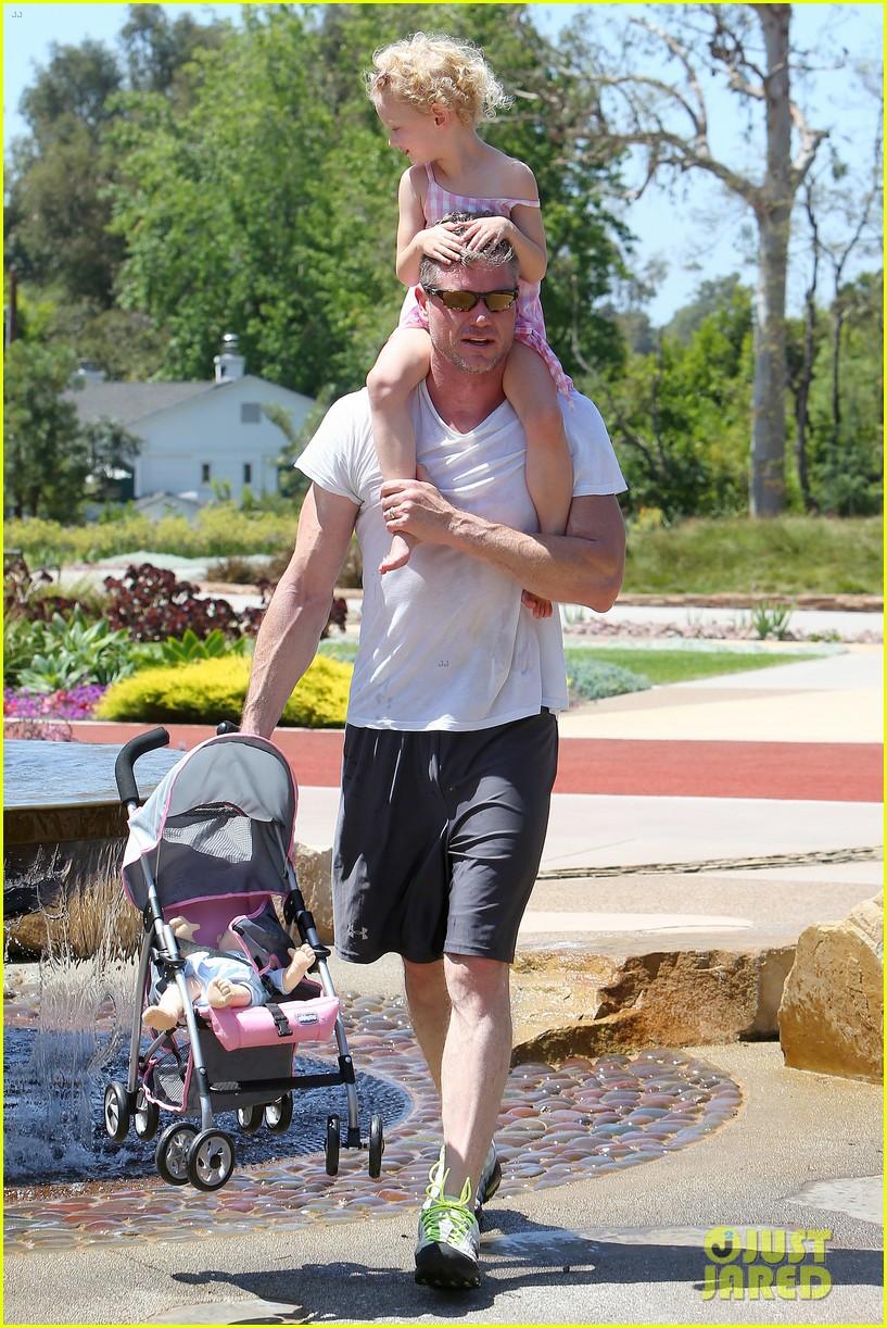 eric dane push ups with daughter billie 402897089