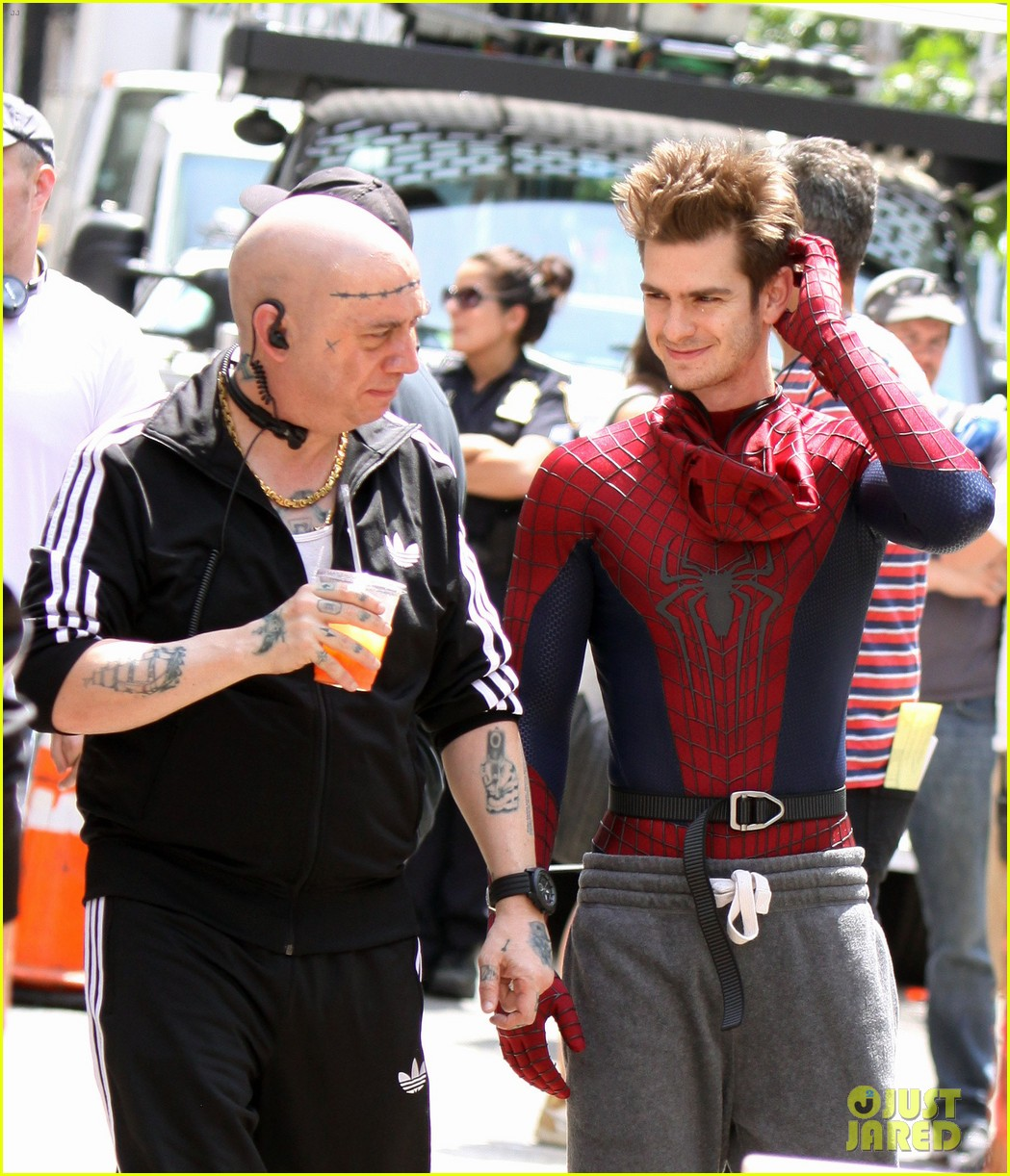 andrew garfield plays with kids on amazing spider man 2 set 042896607