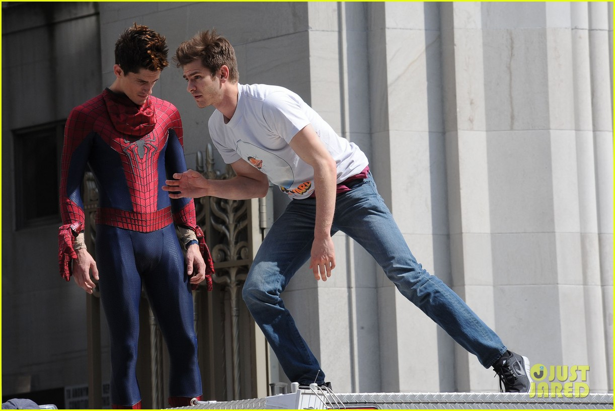andrew garfield plays with kids on amazing spider man 2 set 13
