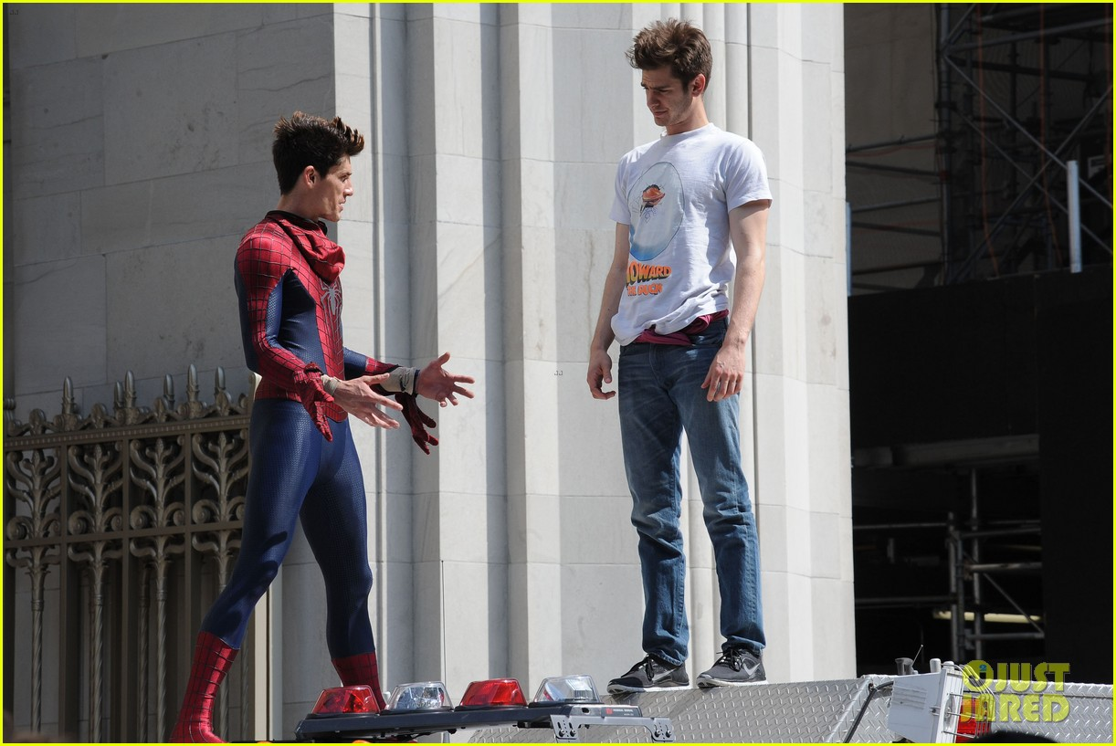 andrew garfield plays with kids on amazing spider man 2 set 142896617