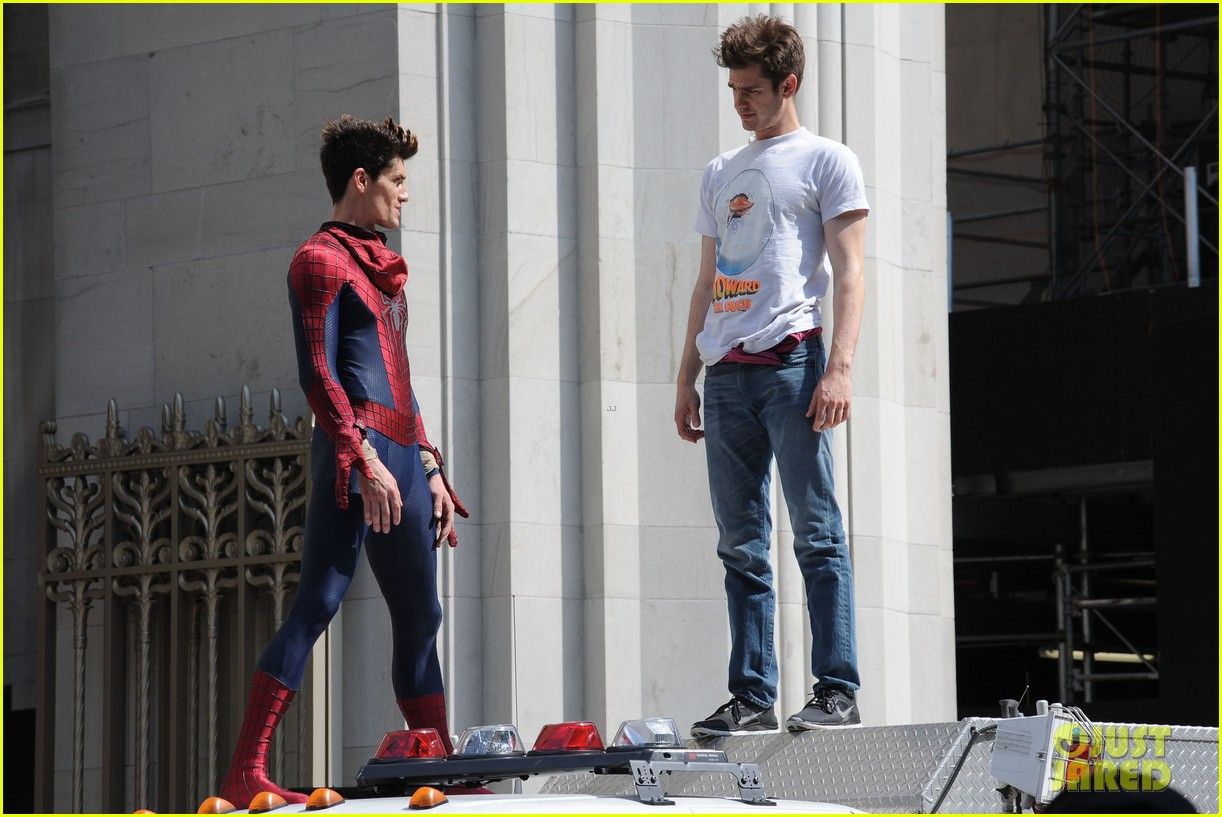 andrew garfield plays with kids on amazing spider man 2 set 152896618
