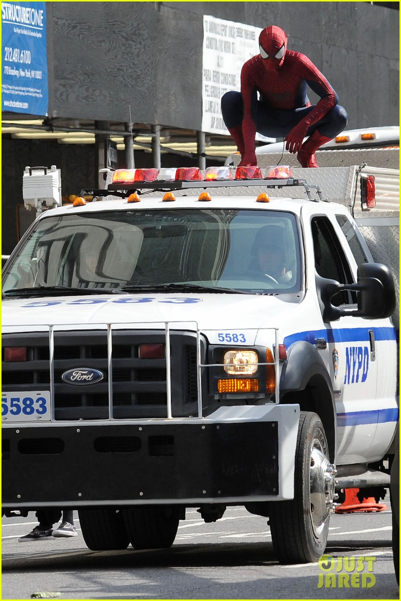 andrew garfield plays with kids on amazing spider man 2 set 182896621