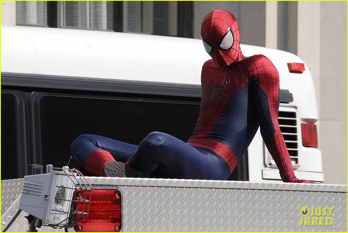 andrew garfield plays with kids on amazing spider man 2 set 202896623