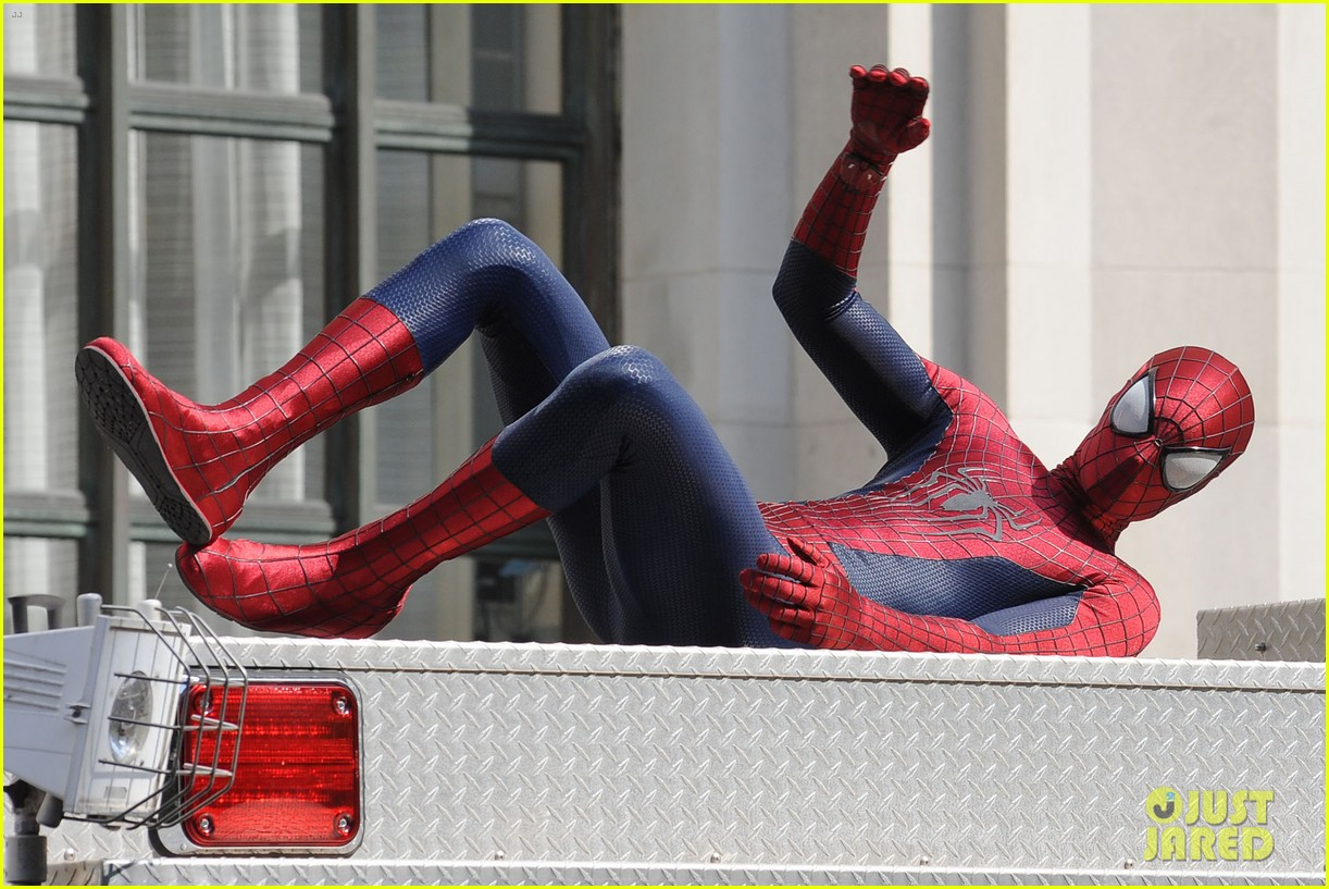 andrew garfield plays with kids on amazing spider man 2 set 212896624