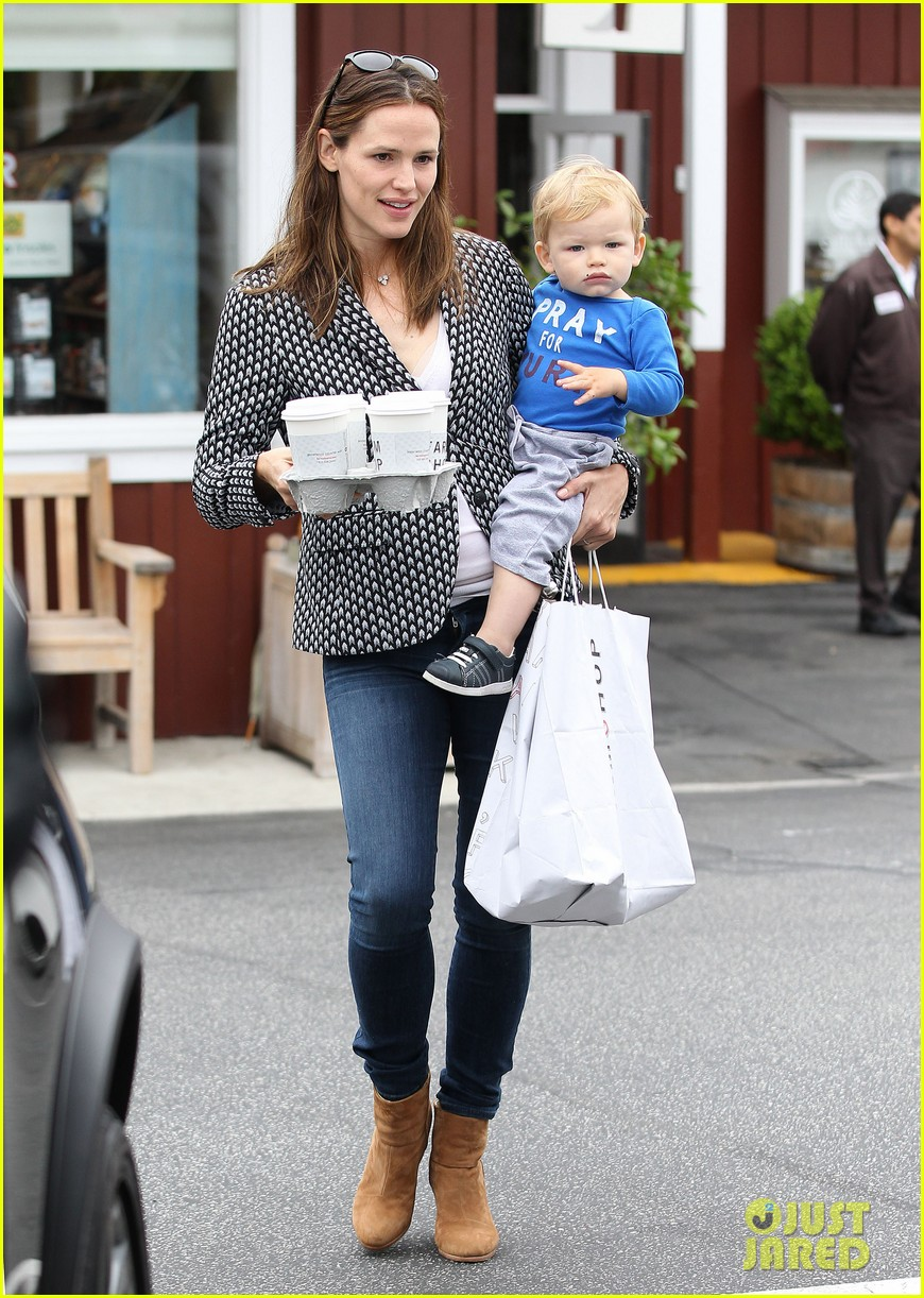 jennifer garner carries samuel four coffees 12