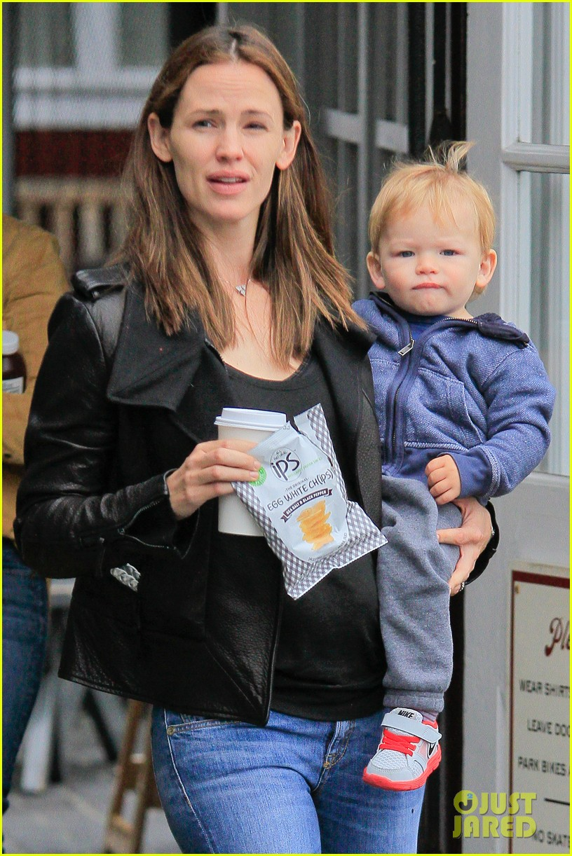 jennifer garner brentwood country mart stop with samuel 062886100