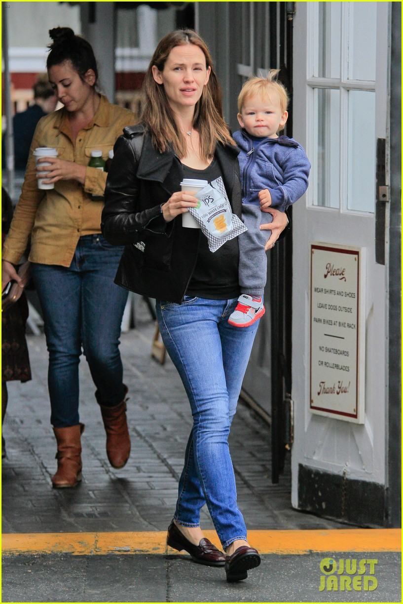 jennifer garner brentwood country mart stop with samuel 112886105