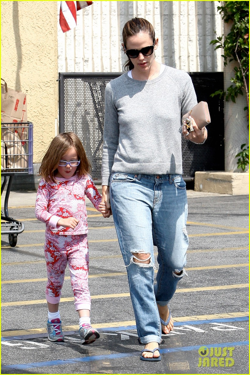 jennifer garner ben affleck star eco station with the girls 162882290