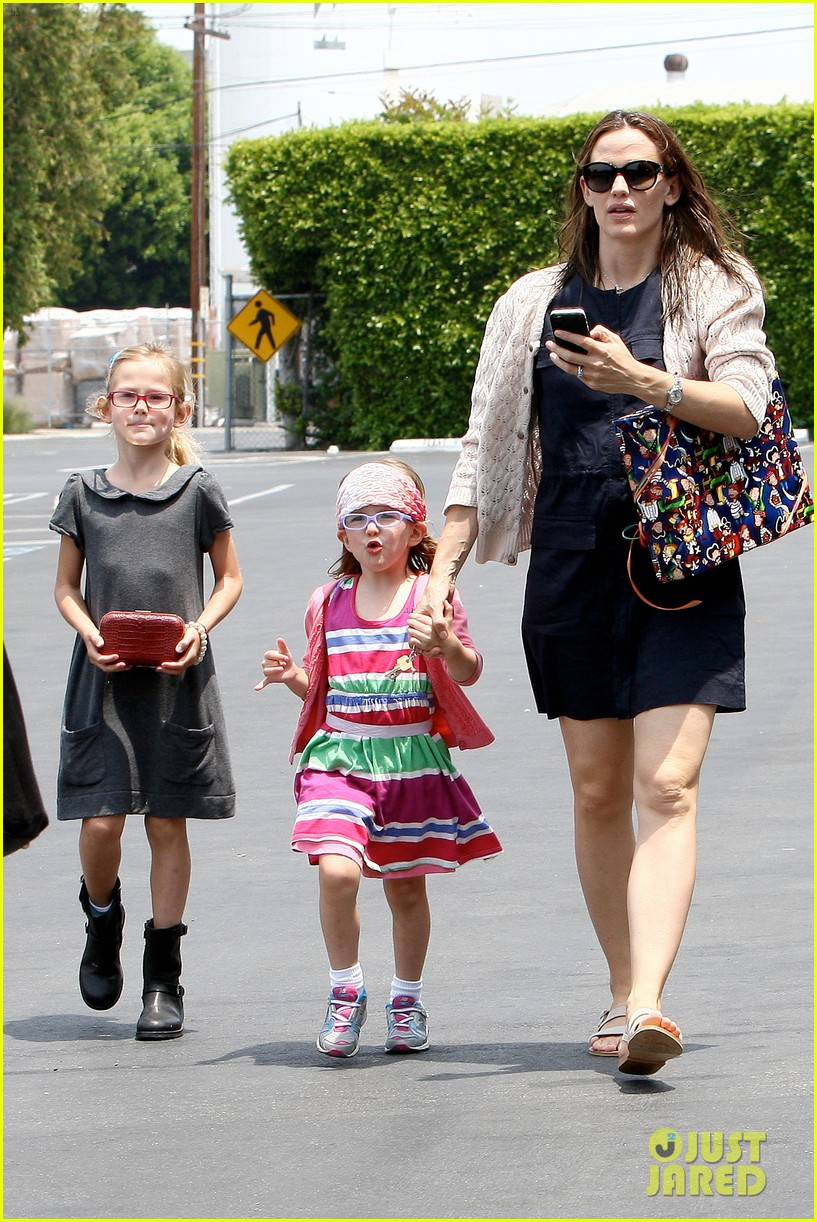 jennifer garner ben affleck star eco station with the girls 202882294