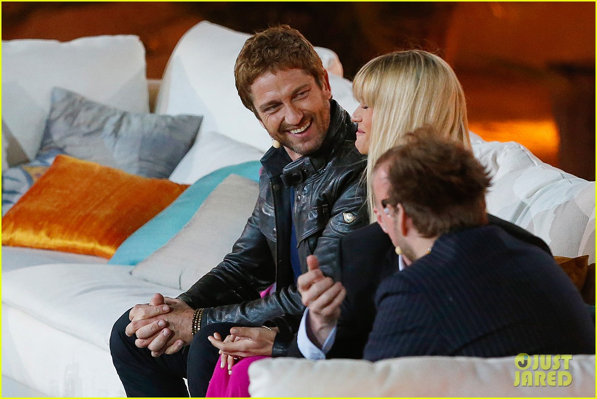gerard butler puts ice down his pants on german tv show 042887689