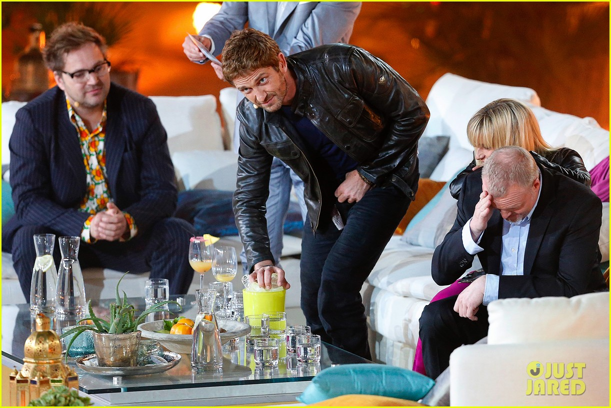 gerard butler puts ice down his pants on german tv show 072887692