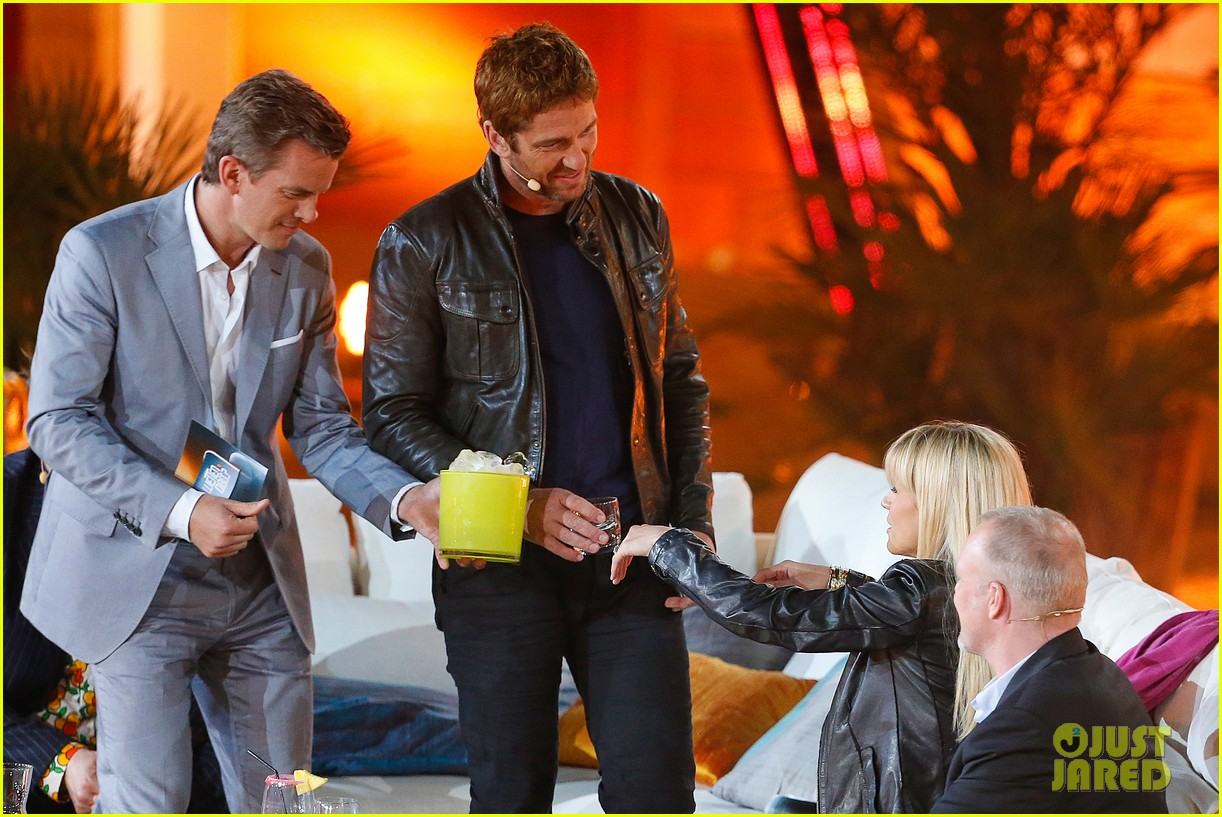gerard butler puts ice down his pants on german tv show 24