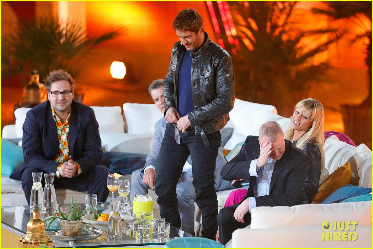 gerard butler puts ice down his pants on german tv show 292887714